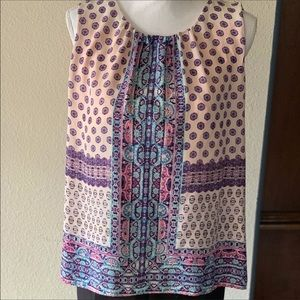 Scoop neck sleeveless blouse